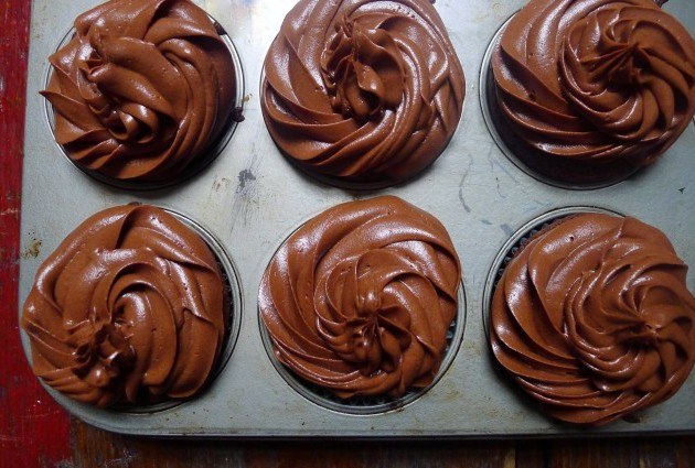 Gluten-Free Chocolate Fudge Cupcakes with Fudge Frosting